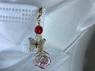 薔薇と蝶のマスクアクセサリーの画像