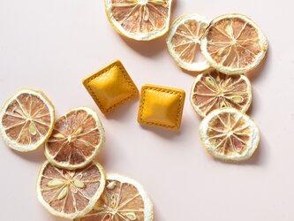 """【レザーピアス/イヤリング】 Airas~square~""""yellow""""の画像"""