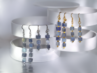 デュモルチェライトの藍色キューブイヤリング/ピアス(ロングタイプ)の画像
