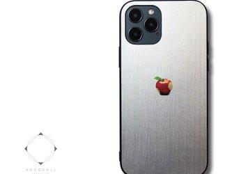 【まるで金属のようなiPhoneケース】 iPhoneケースカバー(ホワイト×ブラック)赤リンゴ 耐衝撃 13/12/11~の画像