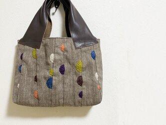 半円ドット刺繍の麻かばんの画像