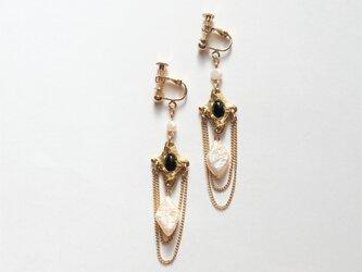 真珠とストーンのイヤリング(ピアス)の画像