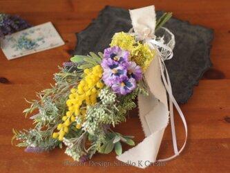 春のお花とミモザのスワッグ(yellow) アーティフィシャルフラワー ミモザの日の画像