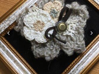 ヘアピンブローチグレーのお花とアンティークボタン〜プレリライン〜の画像