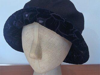 フワッと大きい帽子(紺のカシミヤとベルベットレース)の画像
