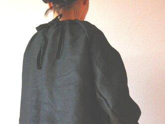 リネン バックリボンのシャーリングプルオーバーの画像