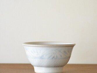 ミルキーホワイト唐草文お茶碗 小の画像