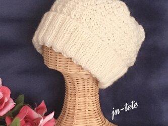 ぷっくりとま~るいフォルムのニット帽(オフホワイト)の画像
