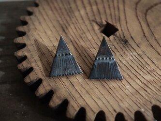 三角テントの耳飾り(ピアス)の画像