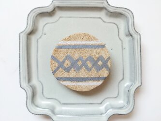 ベニワレン柄3(ダイヤ柄) 陶土ブローチの画像