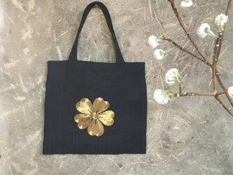 金糸刺繍紋のバック(黒麻紬)の画像