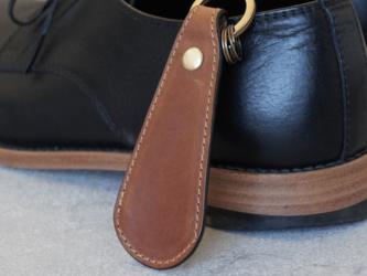 ステッチが選べる【本革】靴べらキーホルダー(キャメル)の画像