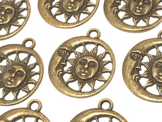 月と太陽のフェイスチャーム 金古美 10個【宇宙 三日月ピアスパーツ イヤリング素材】の画像