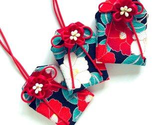 (黒モダン椿)元巫女が作る花のお守り袋の画像