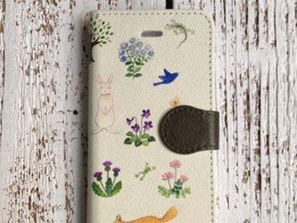 在庫品SALE!2500円/iphoneSE(第1世代)/5s/5/手帳型スマホケース「野の花といきもの」の画像