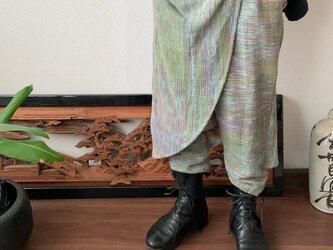 前後布スカート風手織り綿クロップドパンツ 前布の後ろ布の動きが楽しくガウチョ丈ですっきりパンツ 緑ミックス絣の画像