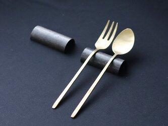 鎚目模様の純銅黒染カトラリーレスト2個セットの画像