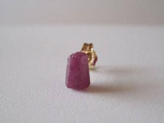 ルビーの原石ピアス/india 14kgf 片耳の画像