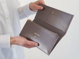 【内布カラーリニューアル】スムースレザーで作ったシックな長財布 - Long Wallet - グレー - :カレン クオイルの画像