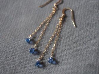14kgf 宝石質ドロップブリオレットカットのカイヤナイトチェーンピアス k14gf 群青 ブルーの画像