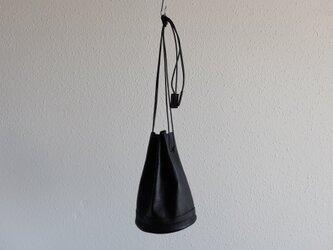 レザー巾着バッグ blackの画像