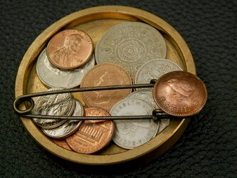#B51 UK Coin Broochの画像