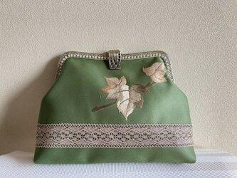 かぶせ口金バッグ・抹茶色 ぶどうの葉 刺繍帯地の画像