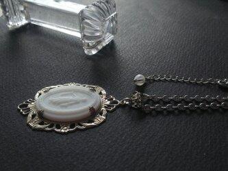 アンティーク White女神Glass(30×22㎜)Silver-Tone ネックレスの画像