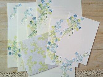 消しゴム版画「レターセットとポストカードのセット(花束・グリーン)」の画像