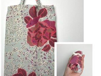 小さくたためてコンパクトに収納!B4サイズ対応エコバッグ・サブバッグ/着物リメイク/淡いブルーにピンク花の画像