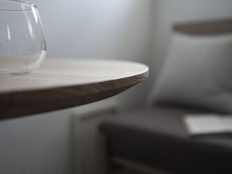 Round table Oak/ラウンドテーブル/直径60cm/オーク無垢材/丸テーブル/高さ指定可・脚カラー選択可/テレワークの画像