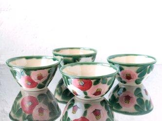 白赤桃色の椿絵の飯椀の画像