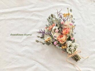 オレンジの薔薇と小花のブーケ・スワッグの画像