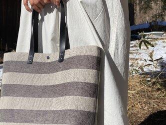 大きめなTote bag [Växbo Lin]黒のボーダーの画像