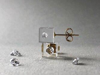 キュービックジルコニア 耳元に浮かぶピアス ゴールドカラー(ギフト, 誕生日プレゼント, ギフトラッピング, お呼ばれ)の画像