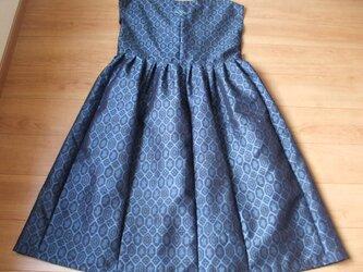 軽くてすべり抜群の亀甲柄紬からロングヒダジャンバースカート 絹の画像