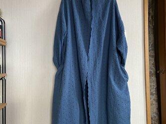 スカラップ刺繍ダブルガーゼのローブコートの画像