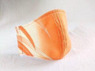 不織布×シルクの三層構造マスク 正絹オレンジ植物模様  おしゃれと実用性 美肌 立体 絹 正絹 布マスク 和柄の画像