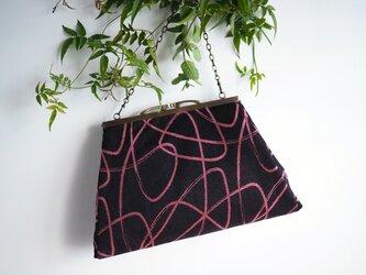 黒にピンクのリボンがレトロモダンな2Wayバッグ(追加で選べるショルダーストラップ三種類)ーシルクウールの着物からの画像