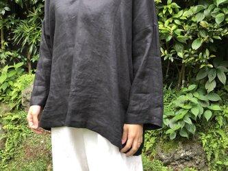ブラックリネンのスキッパーシャツの画像