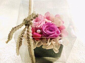 Box B 男性にも女性にもプレゼントできます バレンタイン、ホワイトデー、母の日、父の日、敬老の日など ボックスアレンジの画像