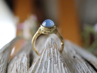 大粒のスターサファイヤ指輪の画像