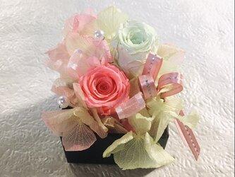 Box C 可愛いストロベリーピンクのボックスアレンジメント プリザーブドフラワーの画像