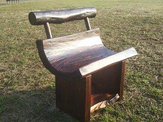 まぁるい座面の流木スツールMの画像
