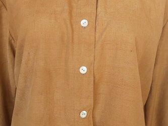 紅茶染め紬のシャツの画像