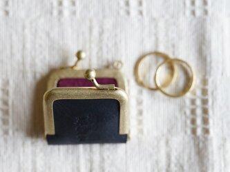 真鍮使いの口金リングケース/ブラック×ボルドーの画像
