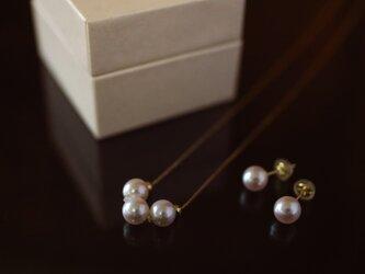 Sot.to K18YG 7mmアコヤ真珠の一粒ピアス(またはイヤリング)&3粒ネックレスセットの画像