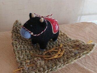 【かじゅくる様専用】羊毛フェルトの干支・黒牛くんの画像