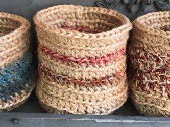 麻紐×リサイクルサリーの小物入れ(暖色系)の画像