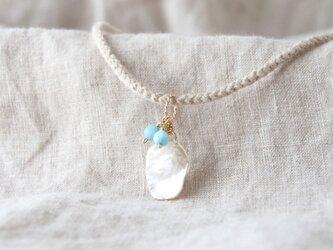 White Petal Pendant(淡水パール×ラリマー)-beige-の画像
